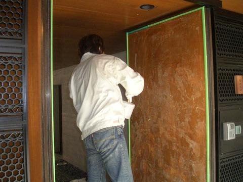 08-10  玄関ドア再塗装工程