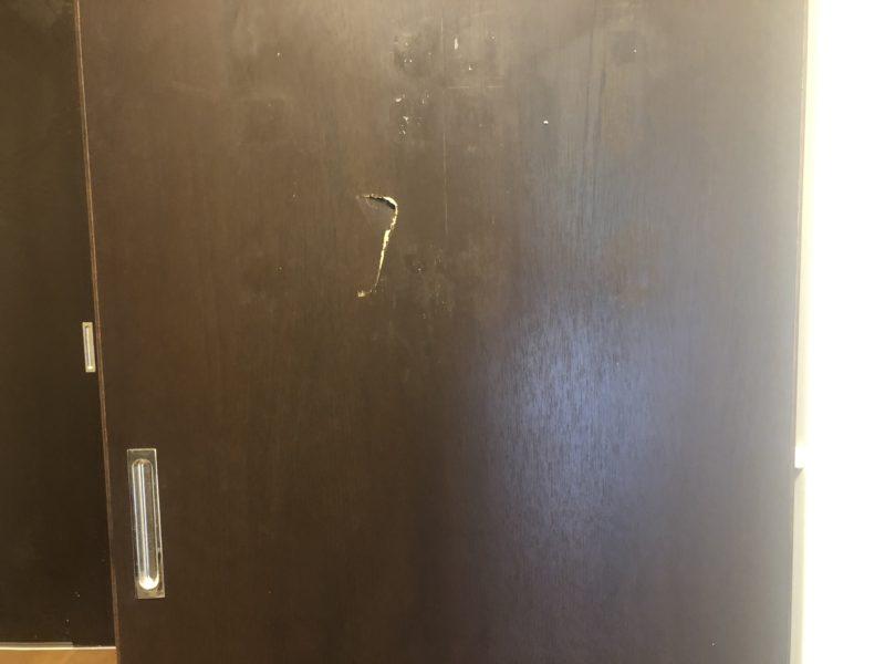 19-77 ドア 穴あき 補修