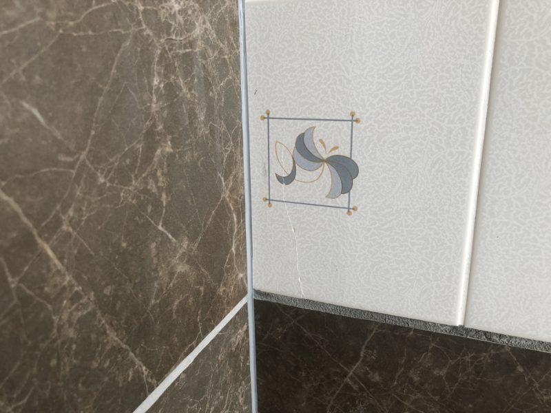 19-81 浴室タイル割れ補修